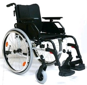 PR16856 Pearl Deluxe Aluminium Wheelchair