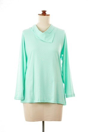 Cowl neck in mint green (front view)