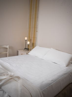 White Brolly Sheet (Queen Bed) With tuck in wings